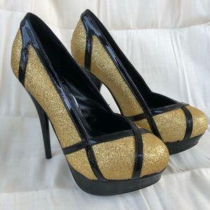 Shoedazzle Women's Gold Pumps, Size 6 US